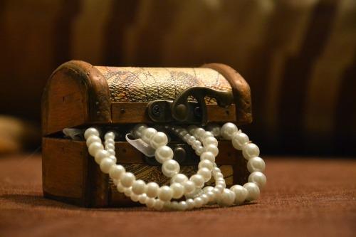 Scrigno con perle